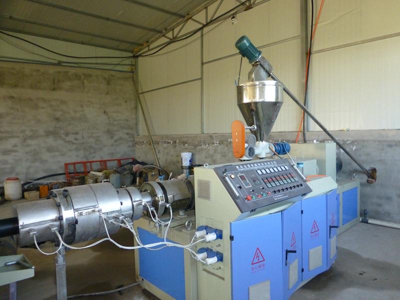 PVC农田灌溉给水管设备